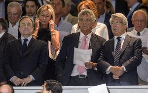 Villar, junto a Florentino P�rez y Cerezo en la Supercopa de Espa�a...