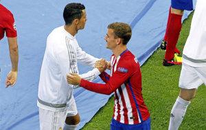 Cristiano y Griezmann se saludan antes del inicio de la última final...