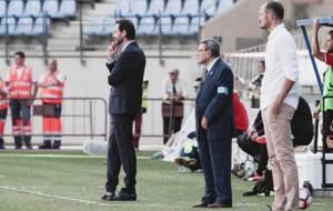 Un pensativo Vicente Moreno en Almer�a, con Fernando Soriano a la...