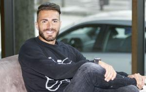 Xavi Torres posa para una entrevista con MARCA.