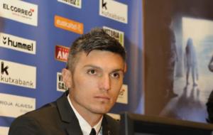 El jugador del Alav�s durante su presentaci�n.