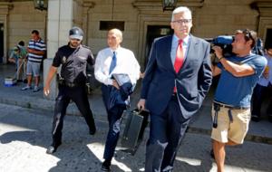 Del Nido abandona esposado los Juzgados tras declarar.