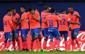 Los jugadores de Las Palmas celebran el tanto ante el Villareal