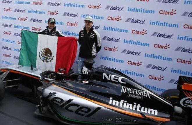 Checo Pérez y Nico Hulkenberg posan ante la prensa