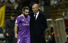 Carvajal y Zidane tras el cambio del lateral.