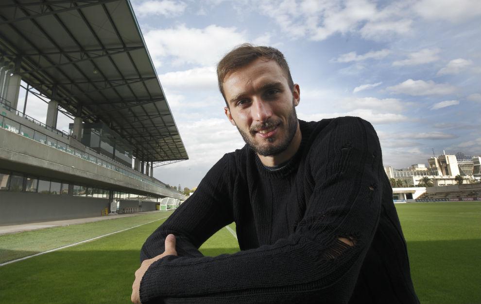 Germ�n Pezzella posa para MARCA en la ciudad deportiva del Betis.