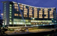 Imagen de la fachada exterior del hotel Lowry.