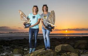 Iballa y Daida Ruano posan con sus trofeos de campeonas.