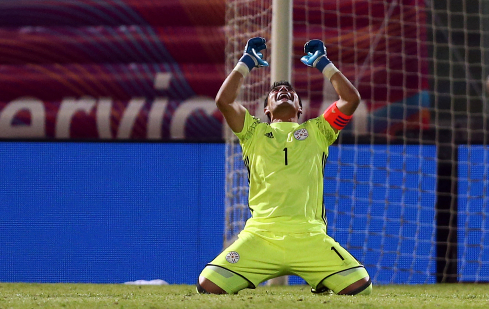Justo Villar celebra la victoria ante Argentina