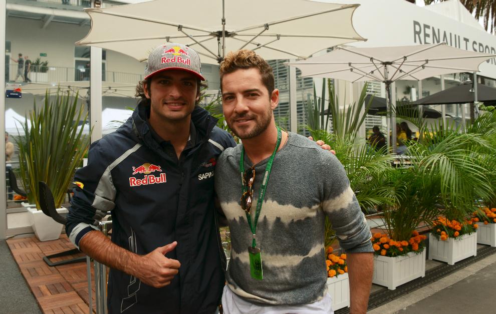 Bisbal, junto a Carlos Sainz esta tarde en México.