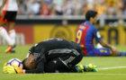 Diego Alves se lamenta tras encajar un gol del Barcelona.