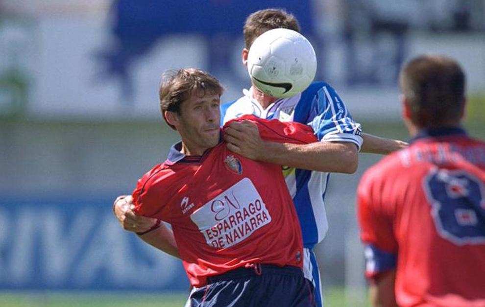 El Cuco Ziganda, con la camisetad e Osasuna.