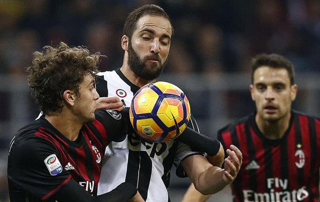 Higuaín y Locatelli en el último Milan-Juventus. 50c8677a2d82d