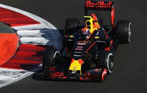 Verstappen pilota su Red Bull en el Autódromo Hermanos Rodríguez.