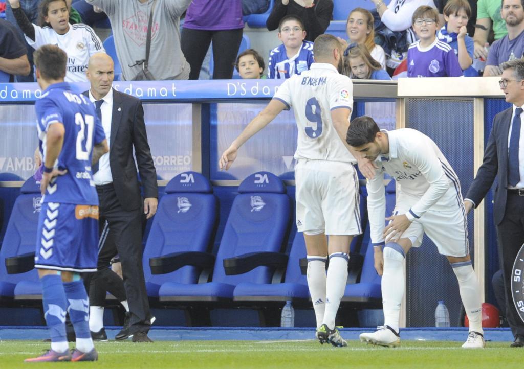 Morata suple a Benzema ante la mirada de Zidane