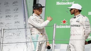 Rosberg y Hamilton en el podio del Hermanos Rodríguez.