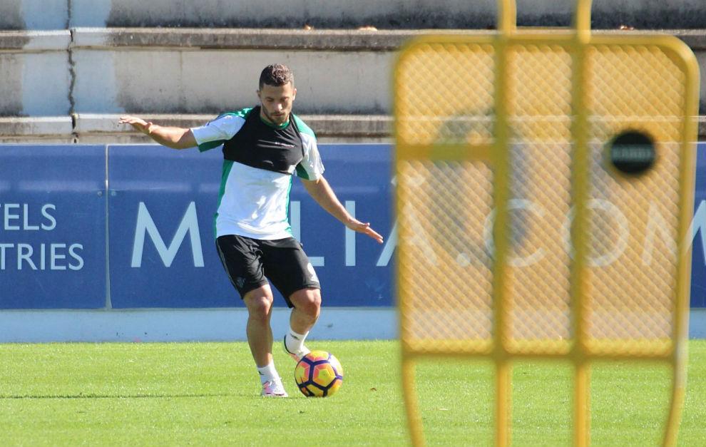 El regreso de Durmisi marca el primer entrenamiento de la semana del Betis