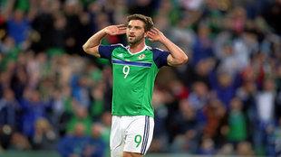 Will Grigg celebra su gol ante Bielorrusia con la selección de...