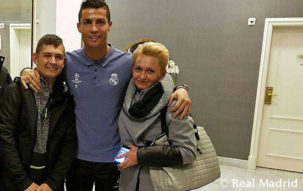 Cristiano Ronaldo recibió a un niño que despertó de un coma al escuchar su gol