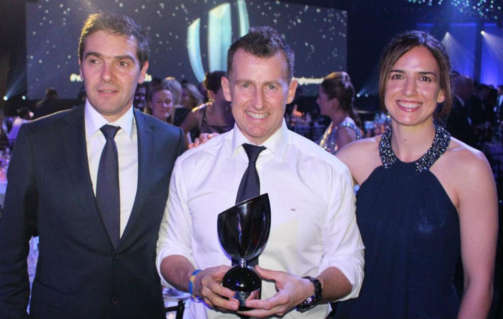 Alhambra Nievas, junto a Nigel Owens, ganador del premio en 2015, y el...