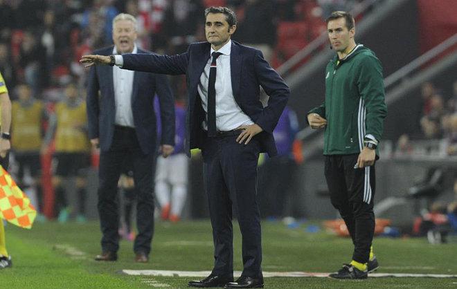 Valverde en la banda en el partido frente al Genk en San Mamés.