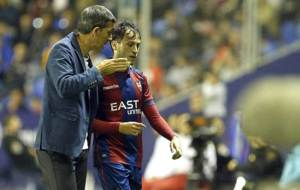 Muñiz conversa con Espinosa durante un partido en el Ciutat de...