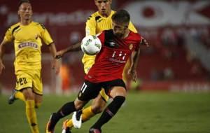 Babic presiona a Brandon en el partido de Copa en Mallorca
