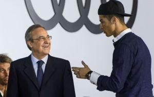 Florentino Pérez y Cristiano Ronaldo durante la entrega de los coches...