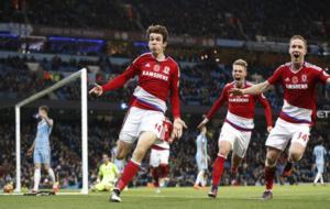 De Roon celebra su gol al City.