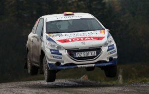 Pepe López y Borja Rozada brillaron en Gales con este Peugeot 208 de...
