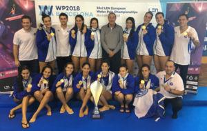 El CN Sabadell, con el trofeo de campeones de la Supercopa de Europa.