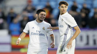 Sergio Díaz y Achraf, tras el gol del primero ante el Sestao