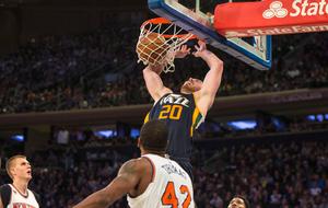 Gordon Hayward (Jazz) machacando el aro de los Knicks