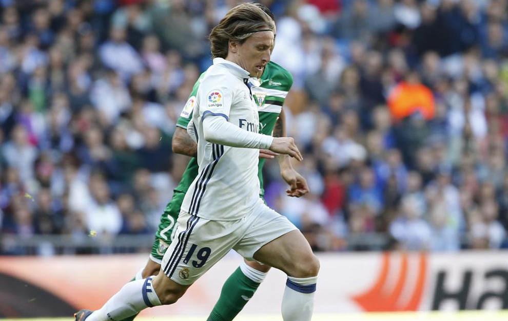 Luka Modric durante el partido contra el Leganés en el Santiago...