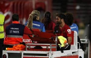 Campabadal abandona el terreno de juego durante el partido ante el...