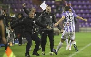 Jordán corre para celebrar con su técnico Herrera el segundo gol del...