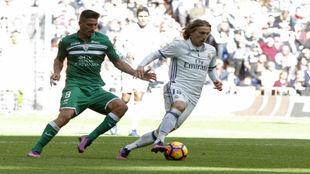 Modric disputando el partido frente al Leganés