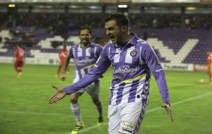 Juan Villar (28), celebrando uno de los tantos ante el Sevilla...