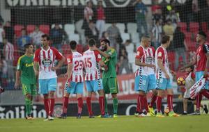Imagen del partido contra el Cádiz en el que Carmona se lesionó.