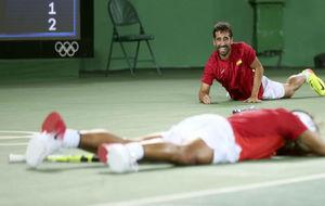 Marc López y Nadal, tumbados en el suelo