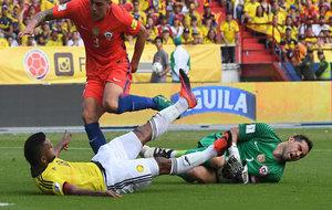 Bravo se duele tras un choque con Borja.