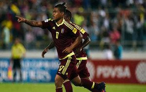 Josef Martínez celebra uno de sus goles a Bolivia.