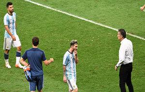 La imagen de la derrota en los rostros de Agüero, Messi y Bauza.