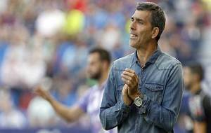 López Muñiz aplaude una acción de su equipo en el Ciutat de...