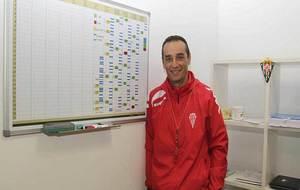 José Luis Oltra posa para MARCA dentro de su oficina en el Nuevo...