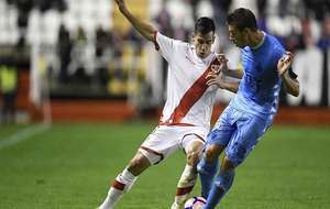 Cristaldo, ante Rubén Alcaraz, en el partido del Rayo ante el Girona