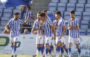 Los jugadores del Recre celebran un tanto ante el Córdoba B