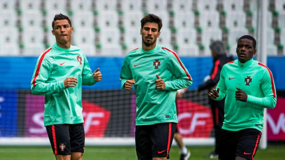William Carvalho (derecha) junto a André Gomes y Cristiano