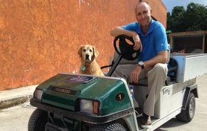 Logan Spurlock posa para MARCA junto a su perro