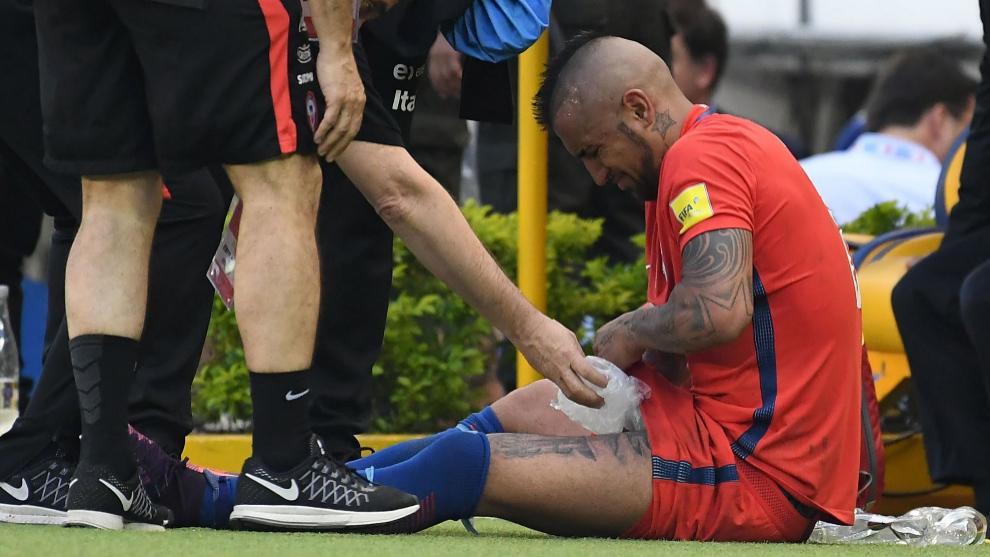 Vidal lesionado en el encuentro ante Colombia